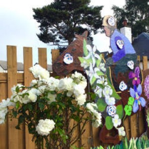 Horse and Flowers Link - Lynne Organics With Phyllis and Stephen McCann