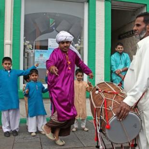 Traditional dancing at the Taj Mahal restaurant